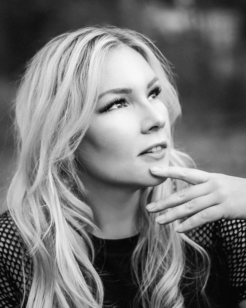 Blog: Meine neue Single Neonlicht - Vivien Gold